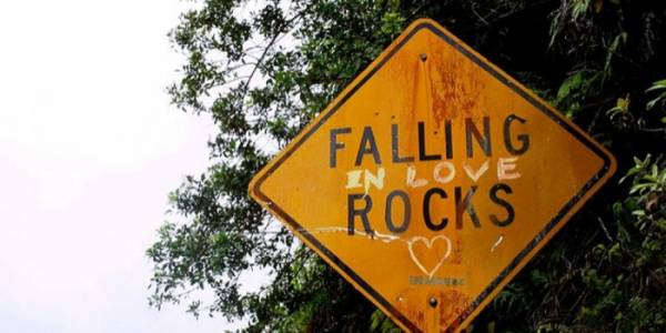 FALLING (in love) ROCKS